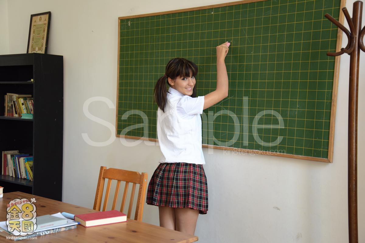 可愛い生徒に思わず手を出してしまった見習い講師 JAPANESE STUDY BELLA
